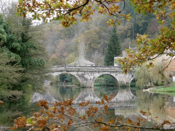 pont-de-cirou-en-automne.jpg